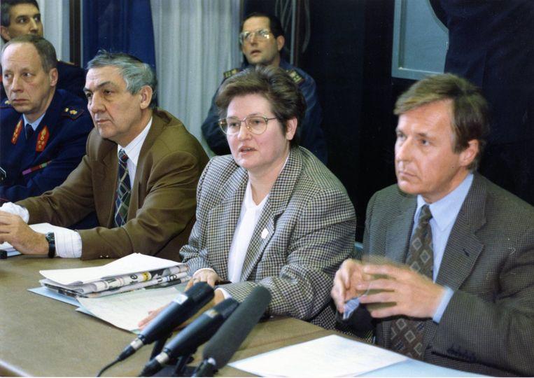 Kersvers burgemeester Leona Detiège geeft een persconferentie.