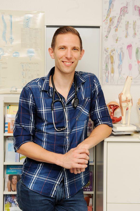 Glenn Boulanger in de praktijk die hij over één à twee jaar zal overnemen van een 64-jarige dokter.