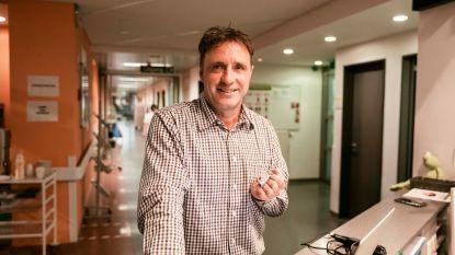 Primeur in ziekenhuiswereld: polsbandje slaat alarm als patiënt valt of verdwaalt