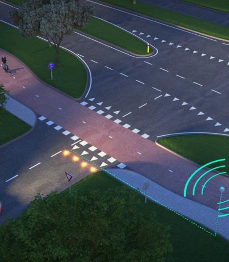 Lampjes in wegdek moeten botsing automobilist en fietser voorkomen bij CB in Apeldoorn