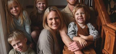 Enceinte de son 5e enfant, l'influenceuse Emily Mitchell décède peu avant Noël