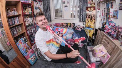"""Nederlandse superfan Timo (22) heeft meer dan 1.000 items van K3: """"Ik ben gewoon mezelf"""""""