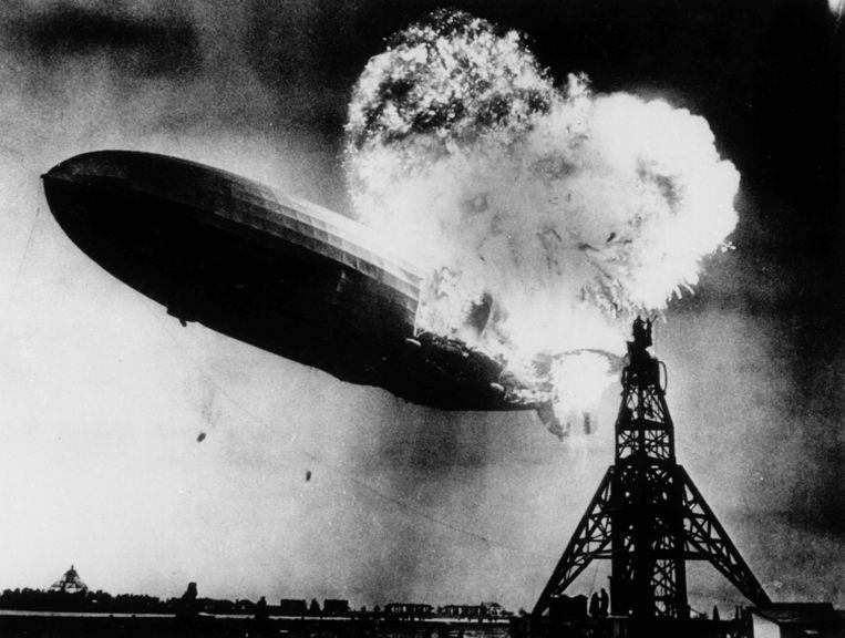 Op 6 mei 1937 ontploft de Hindenburg boven de Amerikaanse basis van Lakehurst.