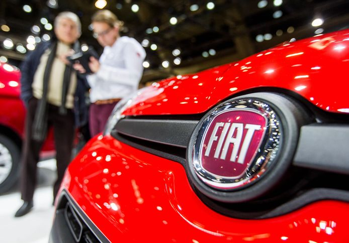 epa06473651 (FILE) - A company logo at a Fiat car presented at the Brussels Motor Show in Brussels, Belgium, 16 January 2017. FCA, Fiat Chrysler Automobiles, on 25 January 2018 released their full year 2017 and fourth quarter results, saying FCA had annual record results with adjusted EBIT up 16 per cent to 7,1 billion euro, and adjusted net profit up 50 per cent to 3,8 billion euro. FCA also said all company segments enjoyed a continued profitability and a year-over-year improvement.  EPA/STEPHANIE LECOCQ
