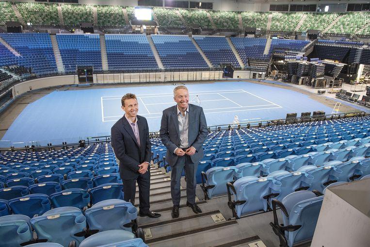Craig Tiley (r) in de Rod Laver Arena.