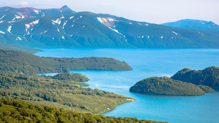 Het Kurilskoyemeer in Kamtsjatka. Beeld thinkstock