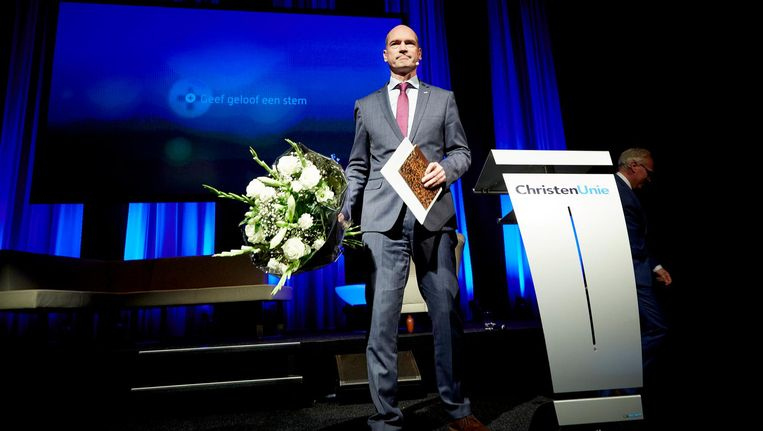 Gert-Jan Segers als kersverse fractievoorzitter van de Christenunie na zijn aanvaardingsspeech op 21 november 2015. Beeld anp