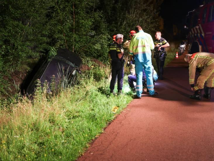 Automobilist rijdt sloot in en vlucht