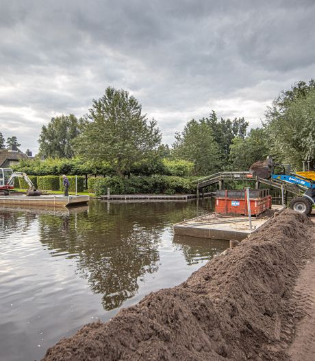 Laden en lossen drijft omwonenden van de loswal in Giethoorn tot waanzin: 'Laat ze stoppen!'