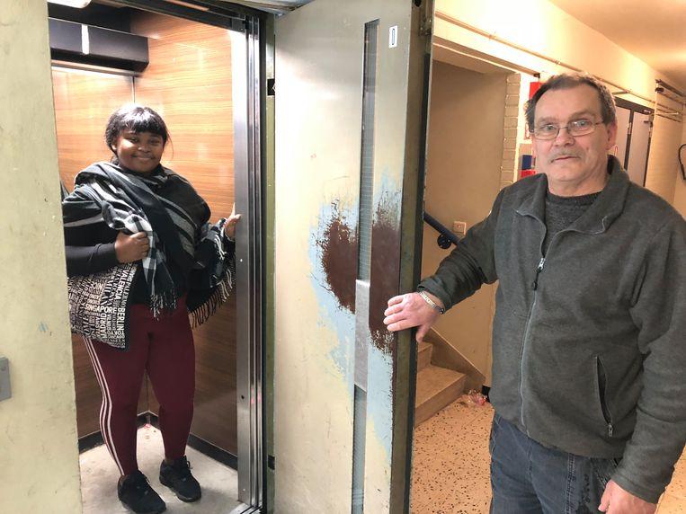 Bewoners Jeannine Mundele en Benjamin kunnen opnieuw gebruik maken van de lift.