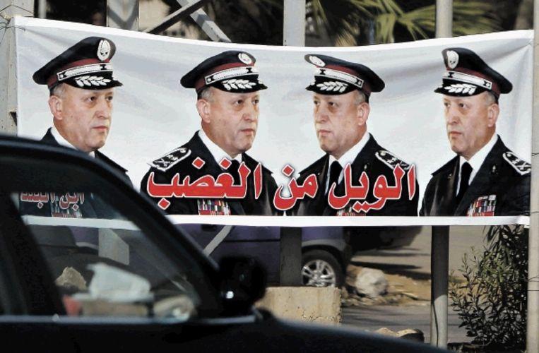 Generaal Ashraf Rifi, hier op een poster in Tripoli, heeft volgens Syrië bij het Hariri-tribunaal een valse getuigenis afgelegd. (FOTO AFP) Beeld AFP