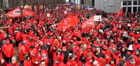 Plus de 10.000 manifestants à Bruxelles: les images et le point sur les perturbations