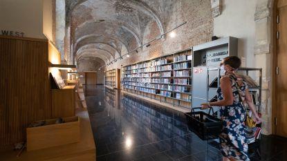 Gedichten doen afstand bewaren in heropende bibliotheek