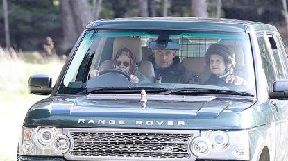 Rijbewijs heeft ze niet, maar Queen houdt stuur stevig in handen