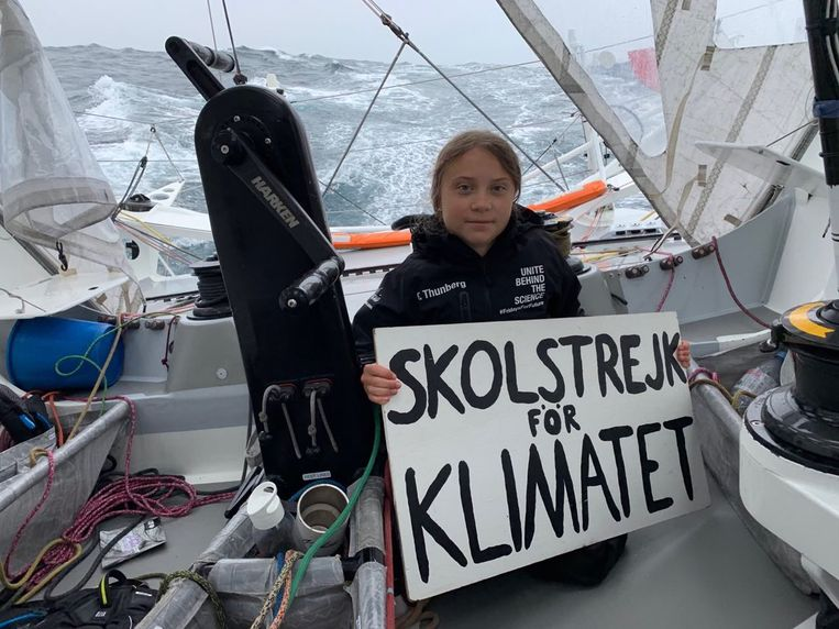 Greta Thunberg, met als tekst op het bord: schoolstaking week 52.  Beeld Foto van de Instagram van Greta Thunberg
