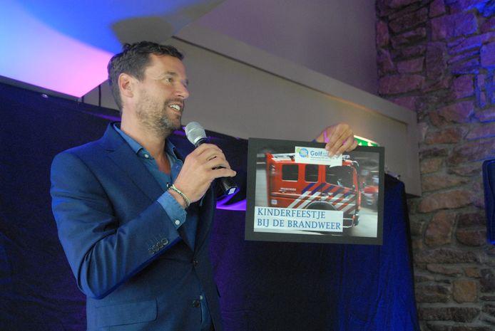 Huub van Mackelenbergh aan het werk als presentator. Hij volgt per 1 juli Jan-Hein Schouten op als voorzitter van FC Den Bosch.