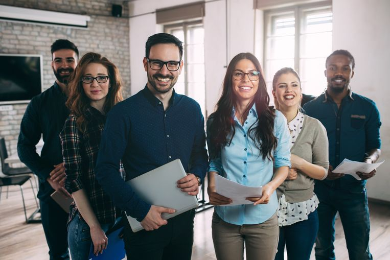 Hoogopgeleide burgers van buiten de Europese Unie kunnen binnenkort een arbeidskaart voor een periode tot drie jaar krijgen. Werknemers die vier jaar onafgebroken voor één werkgever hebben gewerkt, krijgen een vergunning voor onbepaalde duur.