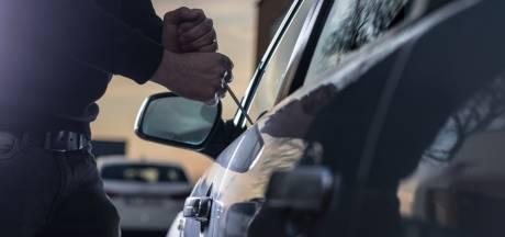 Auto-inbrekers slaan toe in Enschede