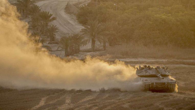 Een Israëlische tanker keert terug uit Gaza. Beeld afp