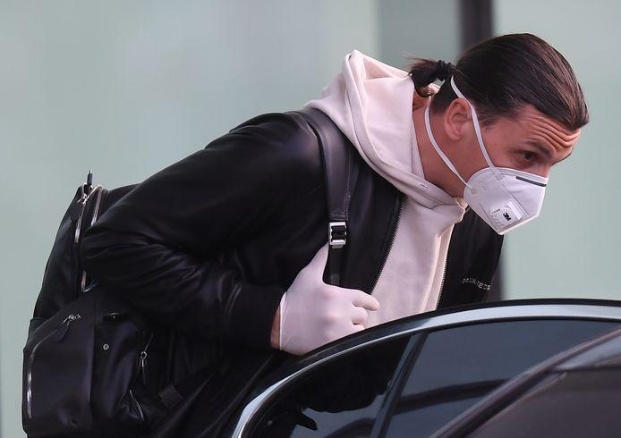 Zlatan Ibrahimovic arriveerde maandagavond in Milaan op  vliegveld Malpensa.