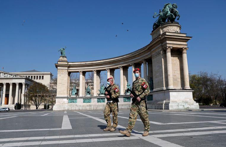 Het verlaten Heldenplein in Boedapest.  Beeld REUTERS