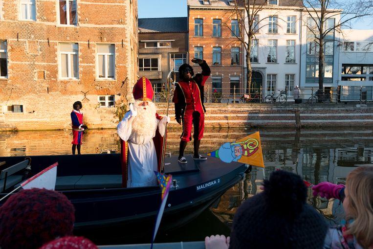 Sinterklaas zelf arriveerde veilig op een boot.