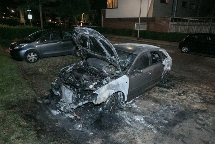De autobrand aan de Galvanistraat in Nijmegen is vermoedelijk aangestoken.