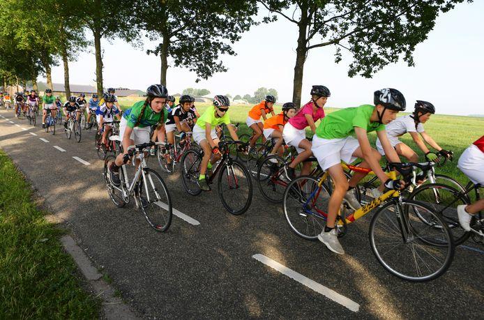 Het peloton onderweg, afgelopen jaar tijdens de vijftigste Tour de Schalkwijk.