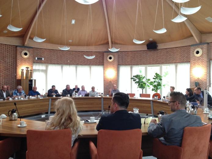 De raadzaal van Sint-Oedenrode wordt aangepast om de komst van 35 raadsleden van Meierijstad mogelijk te maken.