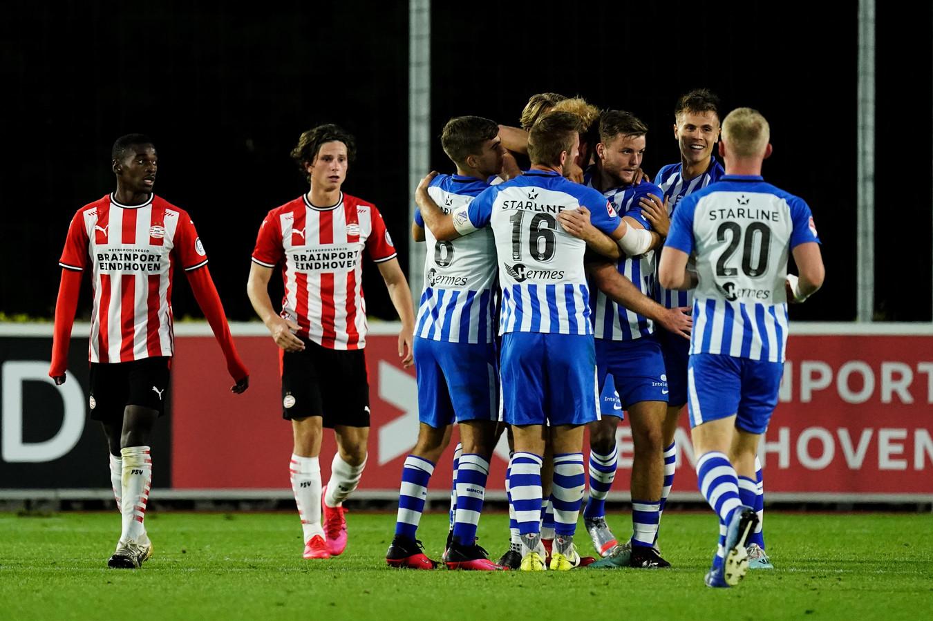 FC Eindhoven viert de 1-2 tegen Jong PSV.