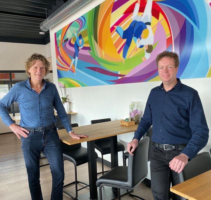 Louis Nijmeijer (links) en Jinne Stienstra werden benoemd tot respectievelijk voorzitter en secretaris van D66 NO-Twente.