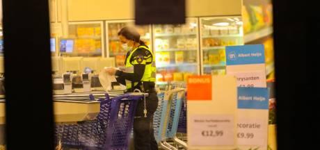 Politie geeft signalement van man die gewapende overval bij Albert Heijn Apeldoorn pleegde