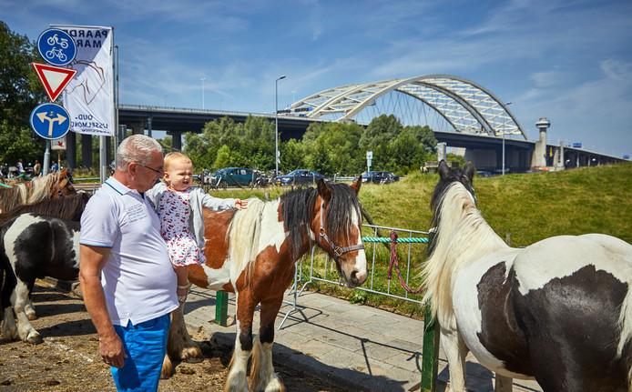 De paardenmarkt in IJsselmonde houdt op te bestaan.