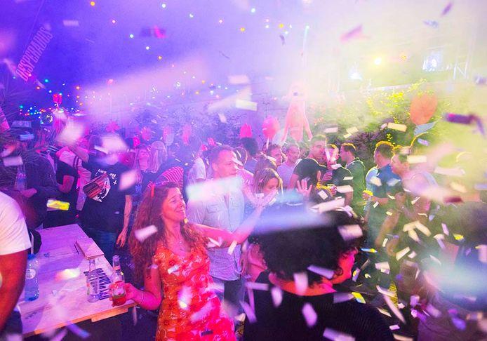 Road Show panhuijsenstraatje voor het eerst hier 10 dagen lang groot feest