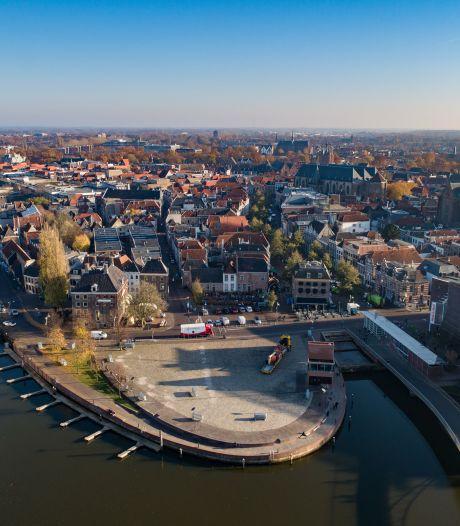 Dit is waarom vandaag de transgender-vlag wappert aan de Peperbus in Zwolle