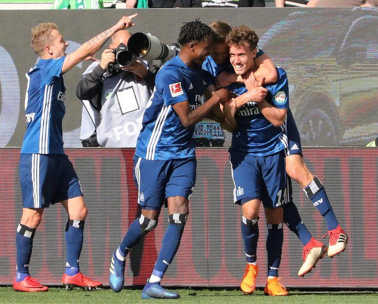 Spelers van HSV vieren hun goal tegen VFL Wolfsburg Beeld EPA