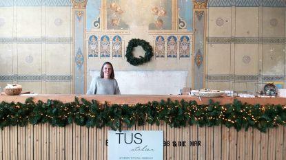 """Gaëlle opent pop-upwinkel in gerenoveerde kapel uit 1858: """"TUS atelier is een combinatie van twee passies: design en interieur"""""""