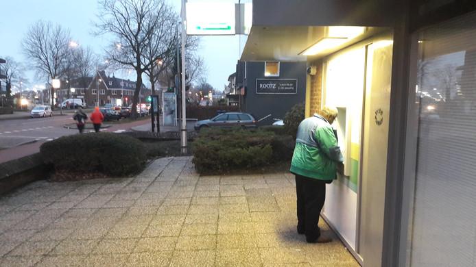 Een pinautomaat aan de Hatertseweg waar je volgens burgemeester Bruls 's avonds beter even niet kunt pinnen in je eentje.