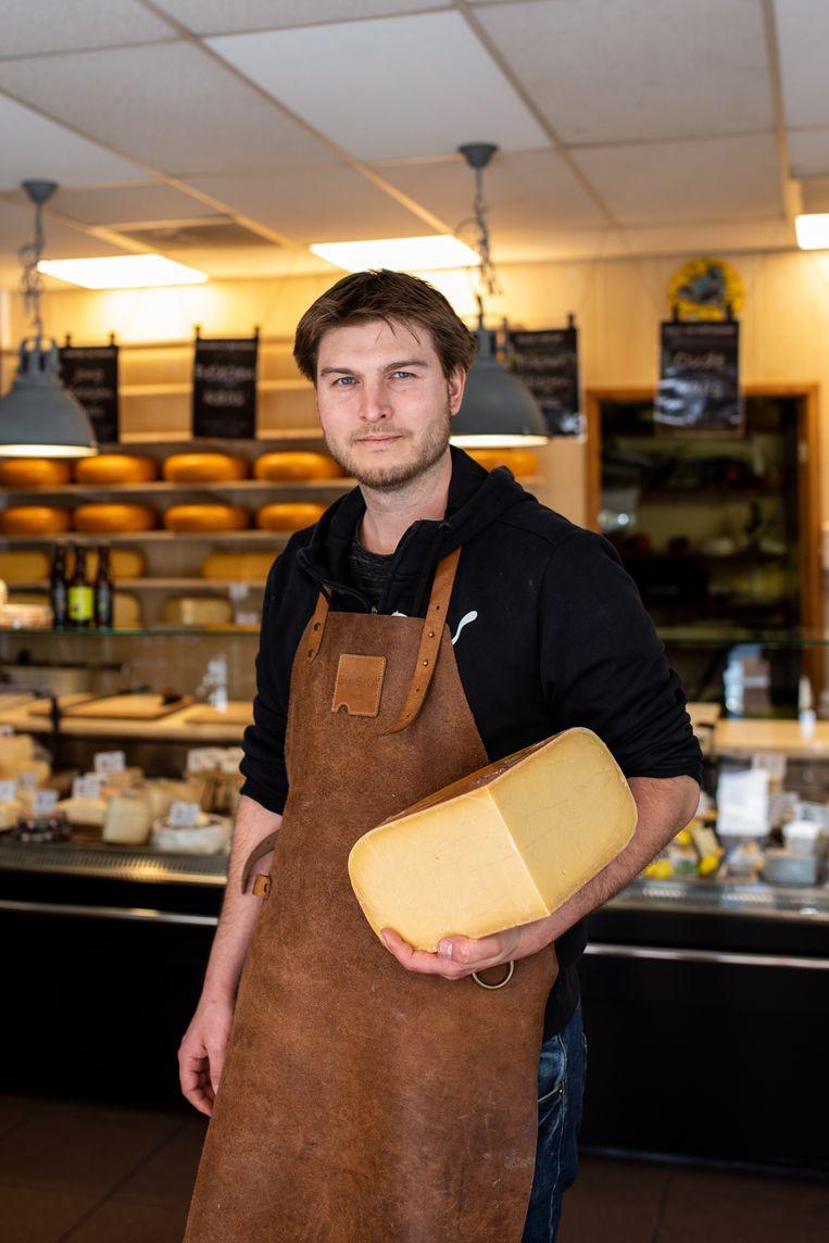'De trouwe klanten kopen grotere stukken kaas.' Beeld Nosh Neneh