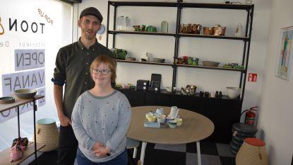 """Nieuwe pop-upzaak Toon & Boon biedt platform aan talentvolle ontwerpers: """"Mensen met beperking runnen koffiehuis"""""""