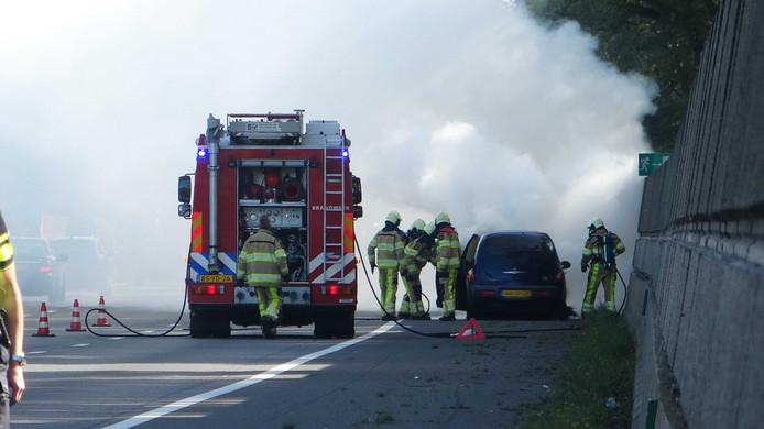 Op de A28 tussen Meppel en Zwolle vloog een auto in brand bij Staphorst.