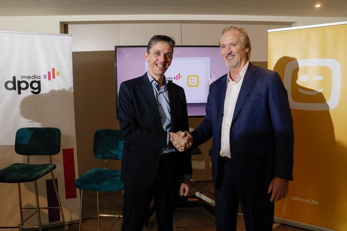 Kris Vervaet (DPG Media Belgium) et John Porter (Telenet), lors d'une conférence de presse, ce mercredi à Malines