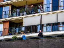 'Bep van Klaveren kijkt mee met balkonboksen'