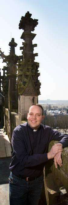 Voormalig kapelaan Patrick Kuis is vader geworden