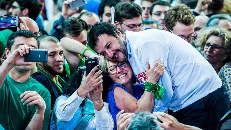Lega-leider Matteo Salvini vorig jaar tijdens een bijeenkomst met aanhangers in Verona. Beeld Nicola Marfisi / HH
