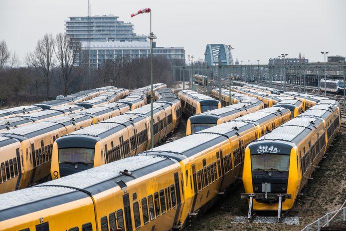 De in Nijmegen gestalde dieseltreinen van het type Buffel.