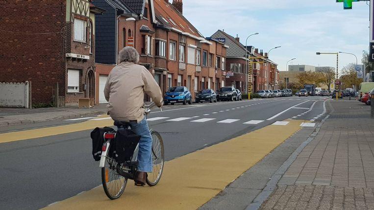 Fietssuggestiestroken op de Dendermondsesteenweg in Destelbergen.