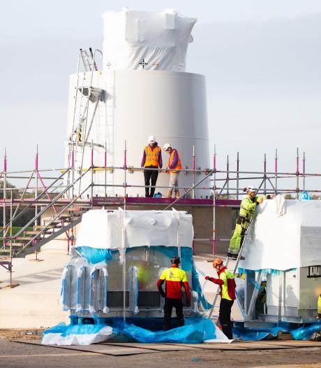 Bouw reusachtige windturbines in volle gang