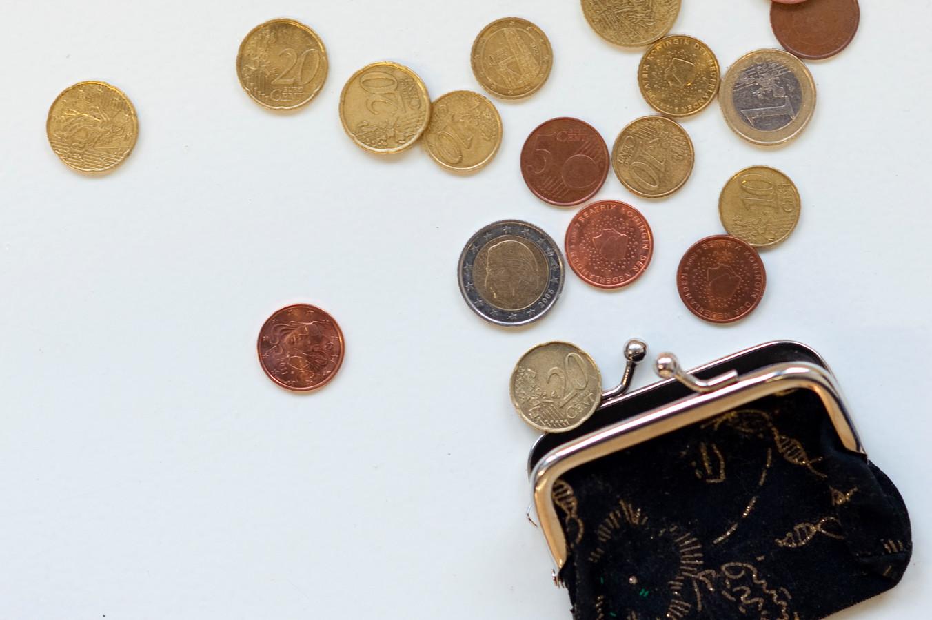 ILLUSTRATIE - Portemonnee met kleingeld. De pensioenuitkeringen dreigen volgend jaar verlaagd te worden. ANP XTRA ROOS KOOLE