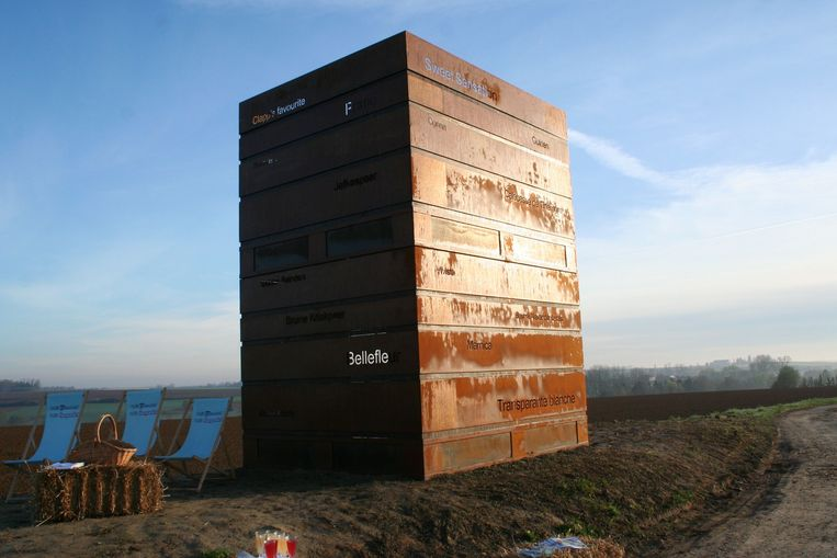 Het kunstwerk Pallox in corten staal, een soort uitkijktoren